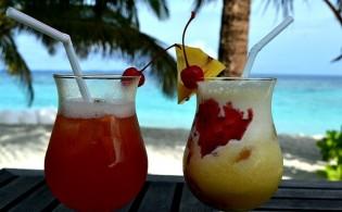 Genieten van cocktails tijdens een jongerenreis naar Blanes!