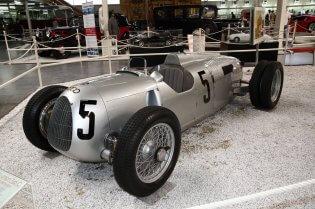 Een raceauto op een tentoonstelling in Wolfsburg